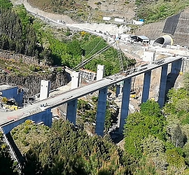 Completion of one carriageway in Os Portos Viaduct, one of the main structures in the High Speed Rai